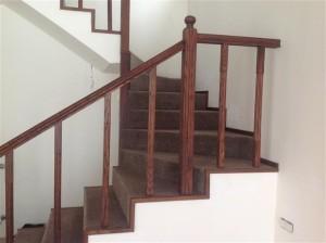 Mediniai turėklai laiptams